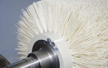 Lapping brushes equipped with ceramic